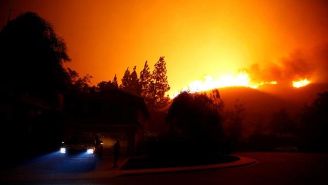 Συνεχίζει να κατακαίει τα πάντα η φωτιά στην Καλιφόρνια: Εκκενώθηκαν 75.000 σπίτια [εικόνες]