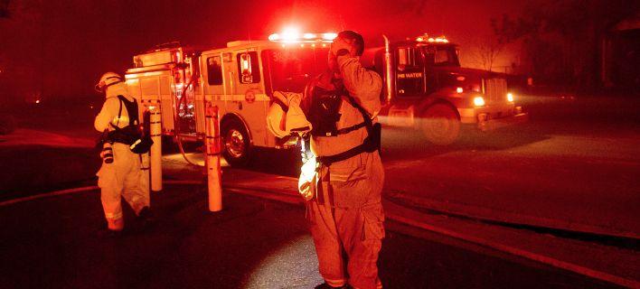 Υπάρχουν νεκροί και τραυματίες από τις πυρκαγιές που κατακαίουν την Καλιφόρνια [εικόνες]