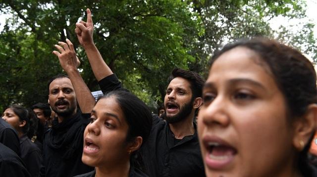 Νέα αγριότητα στην Ινδία: Γυναίκα πέθανε αφού κακοποιήθηκε σεξουαλικά με ξύλο