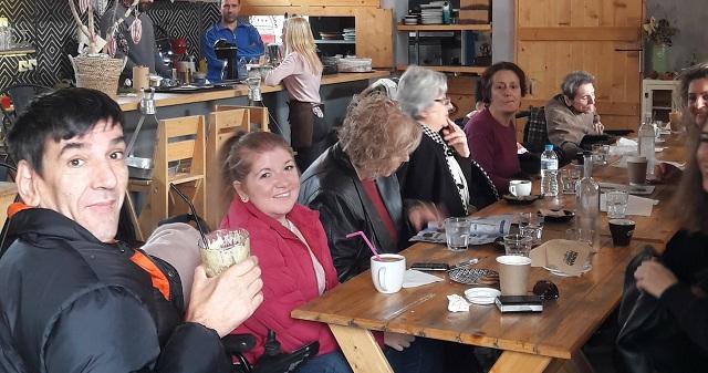 Σε έξοδο για καφέ οι ωφελούμενοι του ΚΔΗΦ ΑμεΑ Βόλου