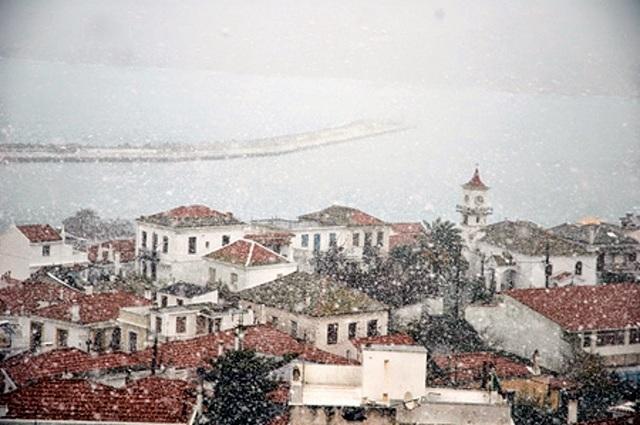 Ερχονται τα πρώτα χιόνια στις βουνοκορφές στη Μαγνησία