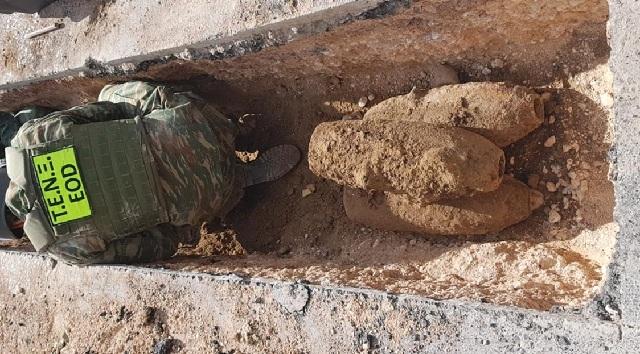 Επτά βόμβες θαμμένες σε δρόμο αναστάτωσαν το Ίλιον [photos]