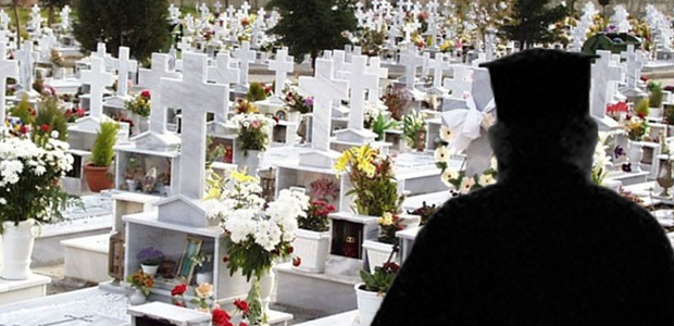 Ιερέας άφησε την κηδεία στη μέση... και έφυγε