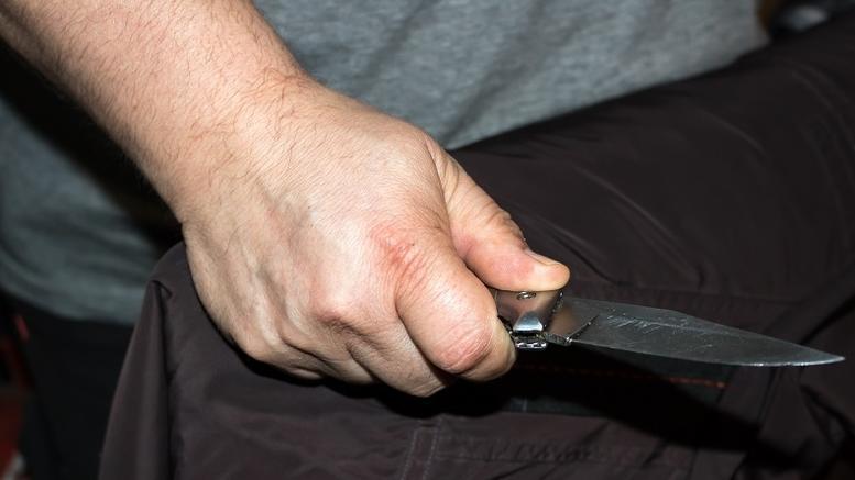 Πατέρας τραυμάτισε τον 17χρονο γιο του με μαχαίρι