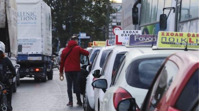Ξανά στους δρόμους οι εκπαιδευτές οδήγησης: Στον «αέρα» 30.000 υποψήφιοι οδηγοί