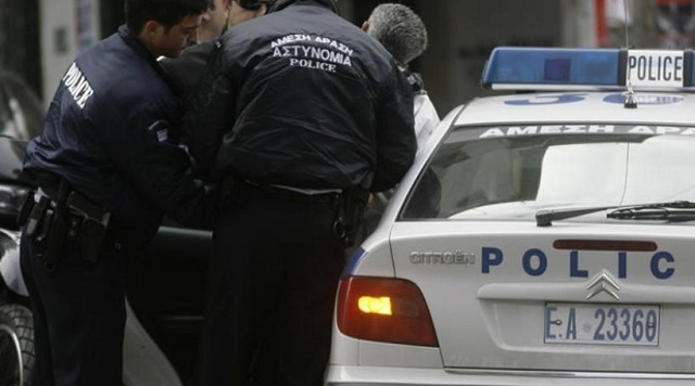 53χρονος αποπειράθηκε να αυτοκτονήσει μπροστά στους αστυνομικούς