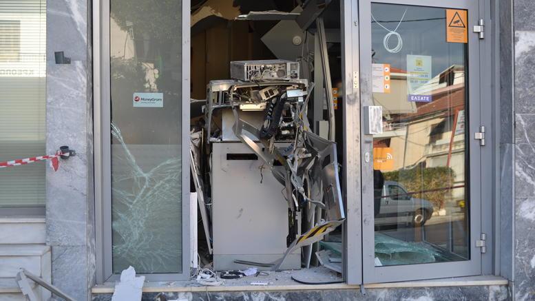 Ανατίναξαν ATM και γέμισε ο δρόμος χαρτονομίσματα