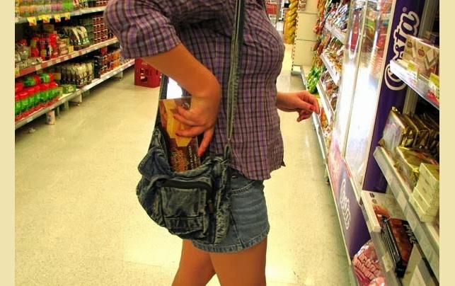 Νεαρή έκλεψε προϊόντα από σούπερ μάρκετ