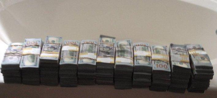 Αγόρασε ένα παλιό χρηματοκιβώτιο για 500 δολάρια και βρήκε μέσα 7,5 εκατομμύρια!
