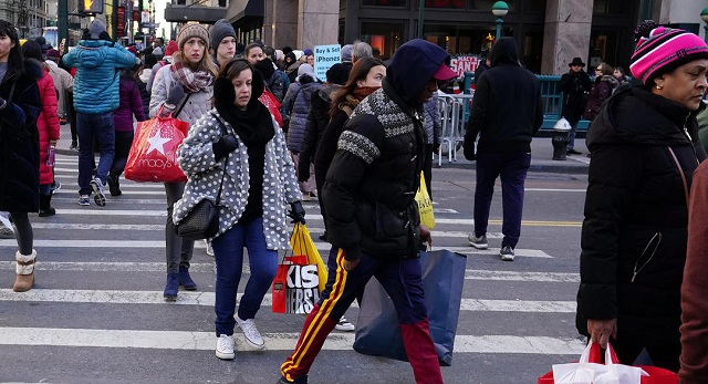 Black Friday: Οι Αμερικανοί αψήφησαν το κρύο και σχημάτισαν μεγάλες ουρές [εικόνες]