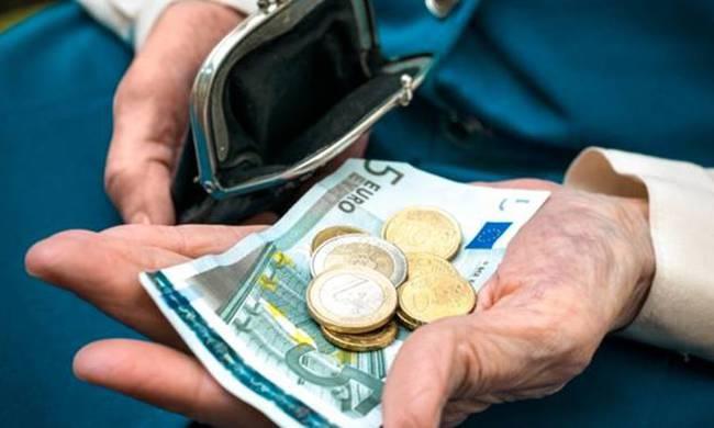 Αρπαξαν χρήματα από το πορτοφόλι 72χρονης