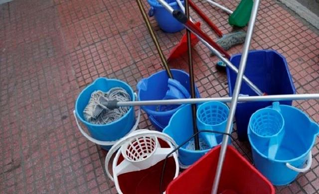 Σπαρακτική η δημόσια «απολογία» της πρώην καθαρίστριας