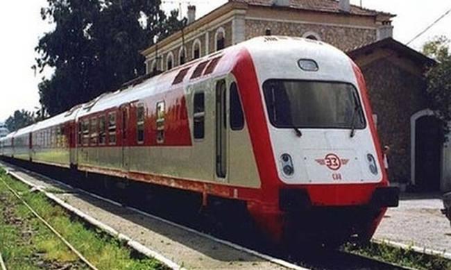 Τρένο παρέσυρε αυτοκίνητο στα Τρίκαλα