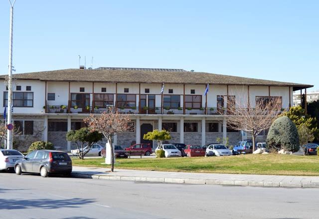 Στα «πορτοκαλί» το κτίριο του Δημαρχείου Βόλου