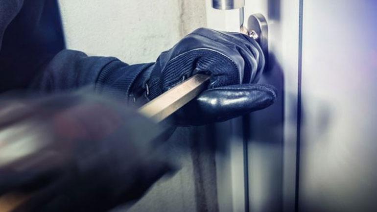 Συνελήφθησαν οι δύο από τους τέσσερις ληστές, υπαίτιοι για τον θάνατο 85χρονης στην Κόρινθο