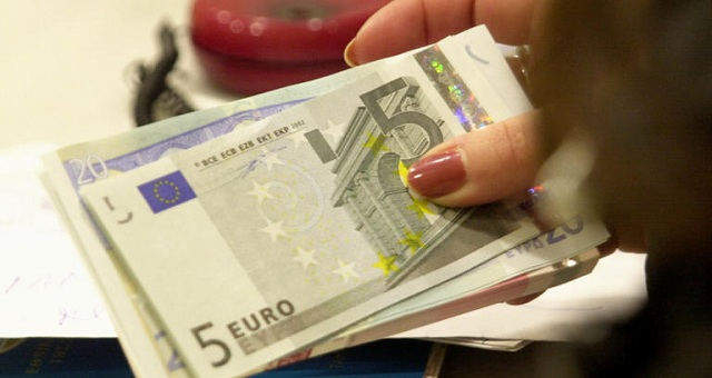 Κατώτατος μισθός: Προτάσεις για αυξήσεις από 12 ως 59 ευρώ
