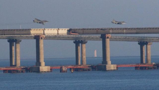 Η Ρωσία στέλνει πυραύλους S-400 στην Κριμαία [εικόνες]