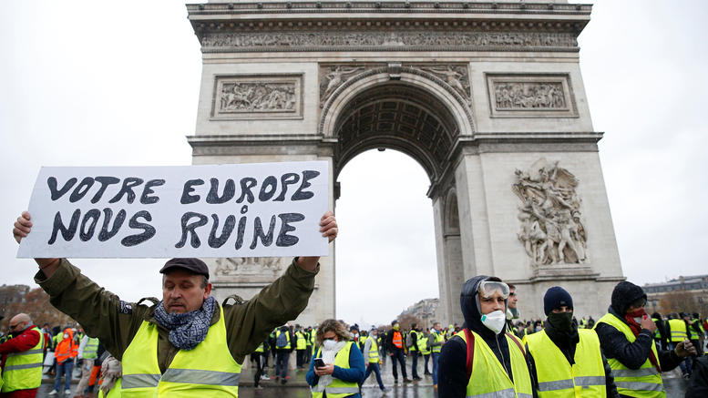 Παρίσι: Ένταση και χημικά στη διαδήλωση των «κίτρινων γιλέκων»