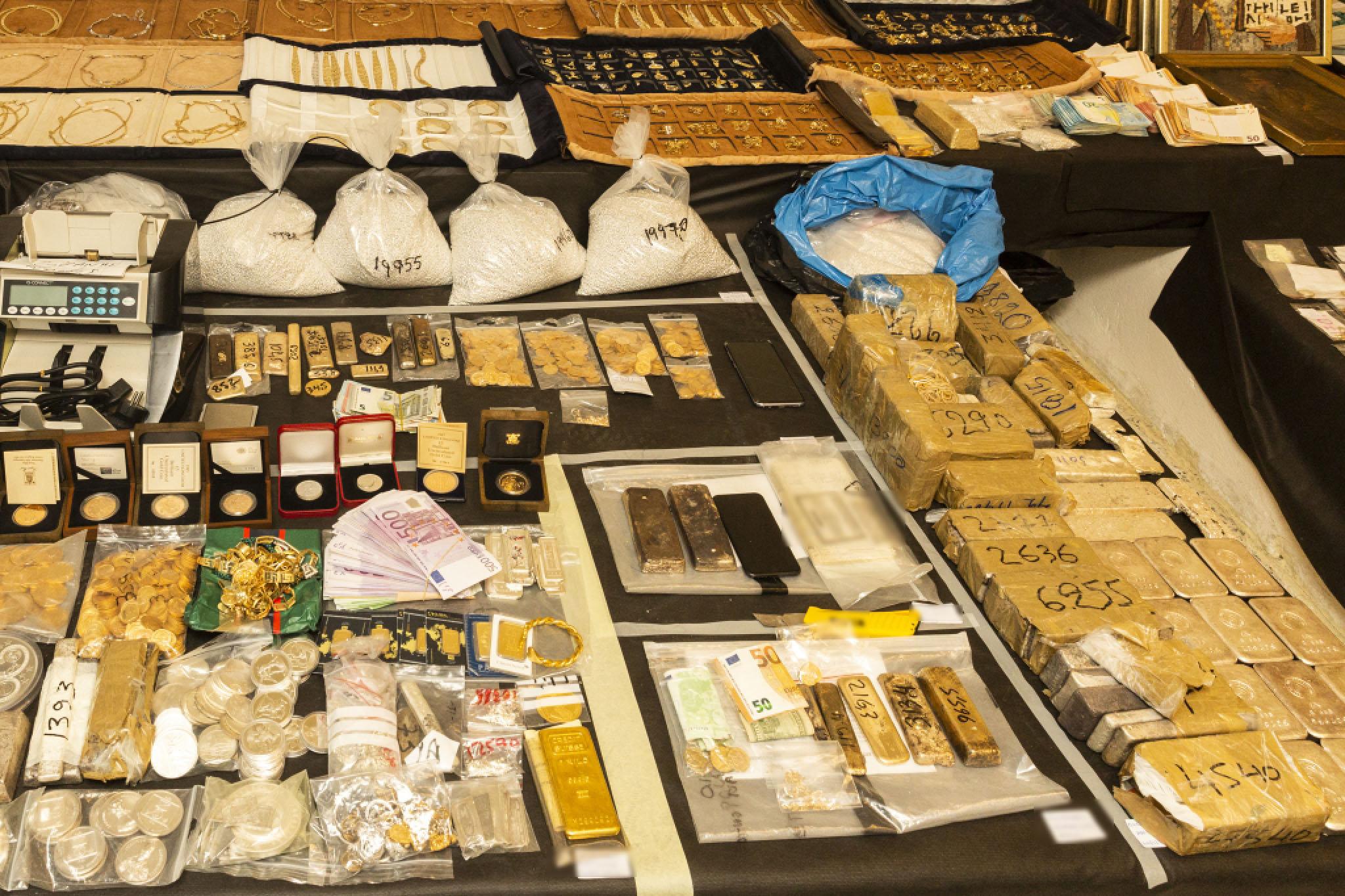 Εμπλοκή με την αποφυλάκιση των «8» για την υπόθεση του χρυσού