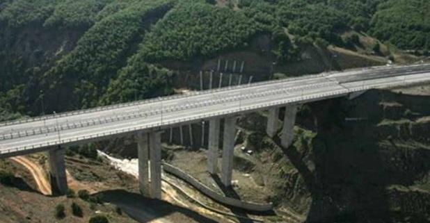 Βουτιά θανάτου άνδρα από γέφυρα της Εγνατίας κοντά στην Καλαμπάκα