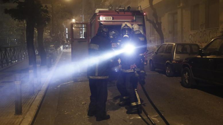 Απεγκλωβισμός ηλικιωμένων μετά από φωτιά σε διαμέρισμα