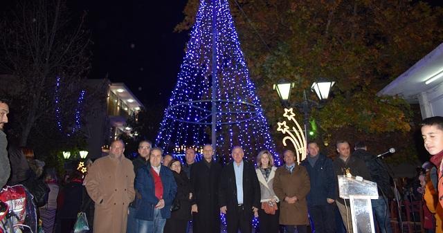 Λαμπερή γιορτή φωταγώγησης του χριστουγεννιάτικου δέντρου στο Βελεστίνο