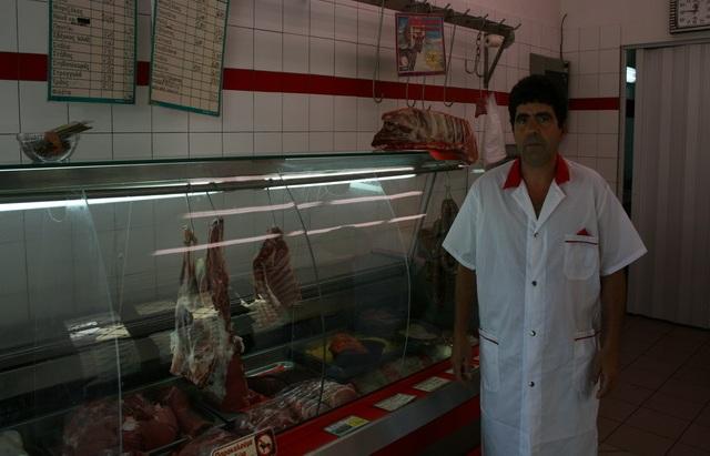 Ζητούν λίγο κρέας για τις οικογένειές τους...