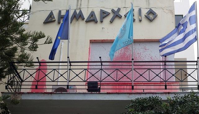 Επίθεση του Ρουβίκωνα στο Δημαρχείο Αλίμου. Δύο προσαγωγές