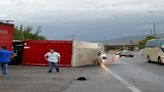 Ένας νεκρός μετά από σύγκρουση φορτηγών στην περιφερειακή Θεσσαλονίκης