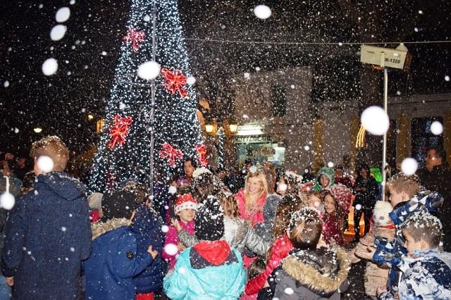 Γιορτή φωταγώγησης του χριστουγεννιάτικου δέντρου στην Αργαλαστή
