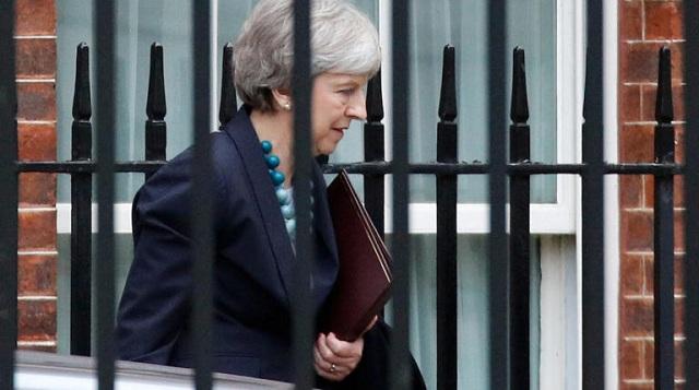 Brexit: Με την πλάτη στον τοίχο η Τερέζα Μέι. Συναντάται με την Μέρκελ