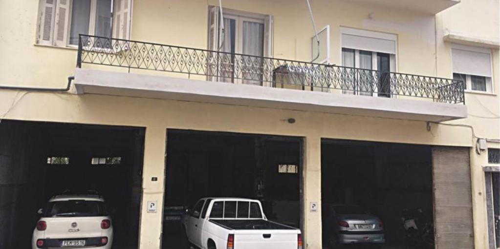 Δήμος δεν επιτρέπει σε κάτοικο να παρκάρει στο πάρκινγκ του