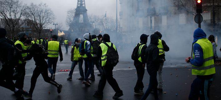 Διχασμένοι οι Γάλλοι για τα «κίτρινα γιλέκα»: Τι δείχνουν δημοσκοπήσεις