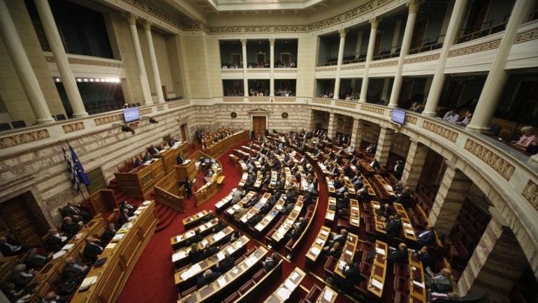 Bουλή: Ομόφωνα ψηφίστηκε η ακύρωση του μέτρου της μείωσης των συντάξεων