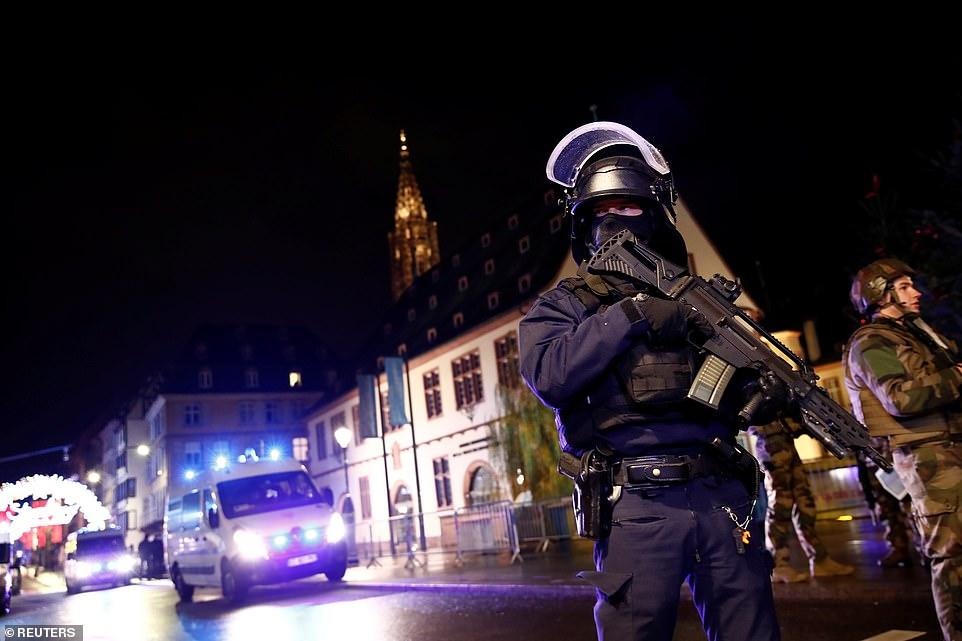 Τρομοκρατική επίθεση στο Στρασβούργο: 3 νεκροί, άφαντος ο δράστης