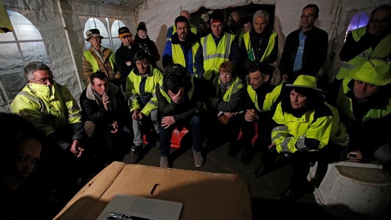 Τα κίτρινα γιλέκα οργανώνουν την «Πέμπτη Πράξη» των κινητοποιήσεων