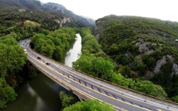 Κλείνει την άνοιξη η παλαιά εθνική οδός στα Τέμπη -Εργα ενίσχυσης στη γέφυρα Πηνειού