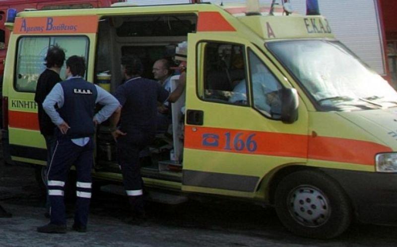 Σφοδρή σύγκρουση  αυτοκινήτων με  τρεις τραυματίες  στην Αθηνών