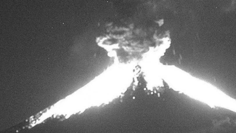 Τρόμος στο Μεξικό από την έκρηξη ηφαιστείου: Εκτόξευσε τέφρα σε ύψος δύο χιλιομέτρων (vids)