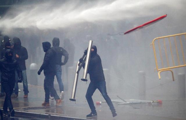 Βέλγιο: Σοβαρά επεισόδια στη διαδήλωση κατά της μετανάστευσης