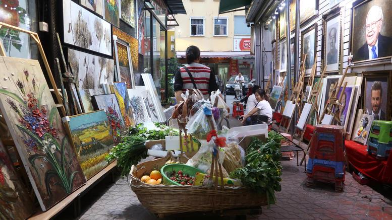 Το καλλιτεχνικό χωριό που ειδικεύεται να αντιγράφει αριστουργήματα