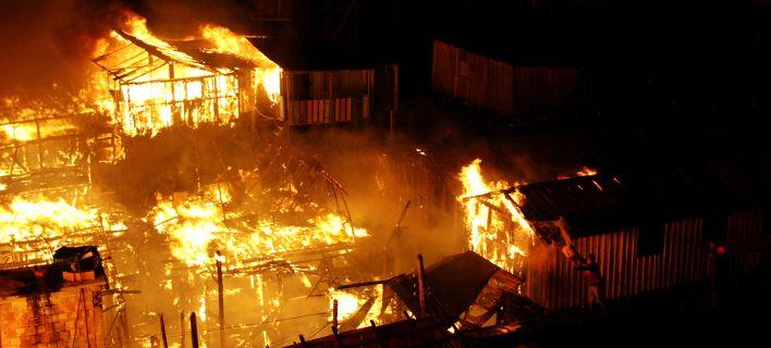 Κόλαση φωτιάς στο Μανάους της Βραζιλίας: Εκατοντάδες σπίτια έγιναν στάχτη [εικόνες]