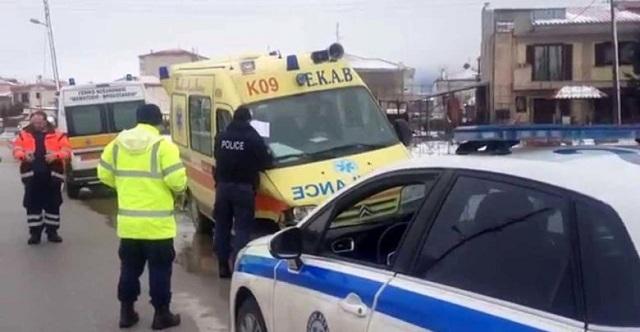 Ασθενοφόρο συγκρούστηκε με αυτοκίνητο στην περιοχή της Ελασσόνας