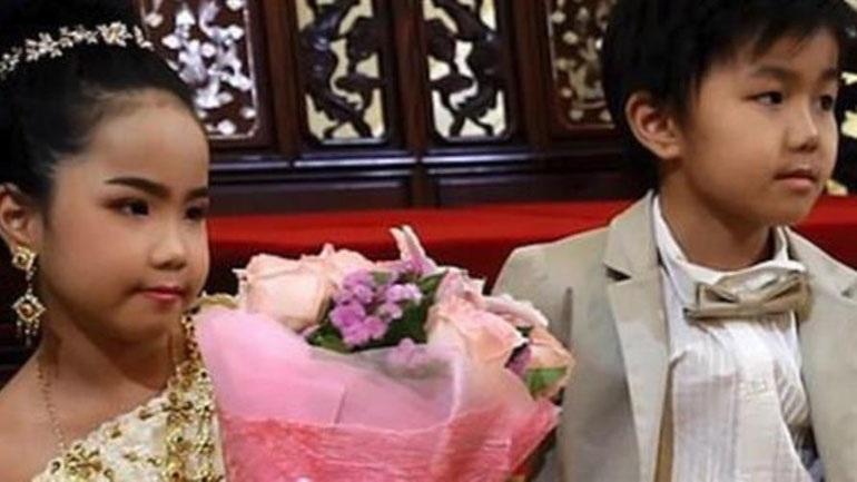 Πάντρεψαν δίδυμα αδέλφια 6 ετών [εικόνες]