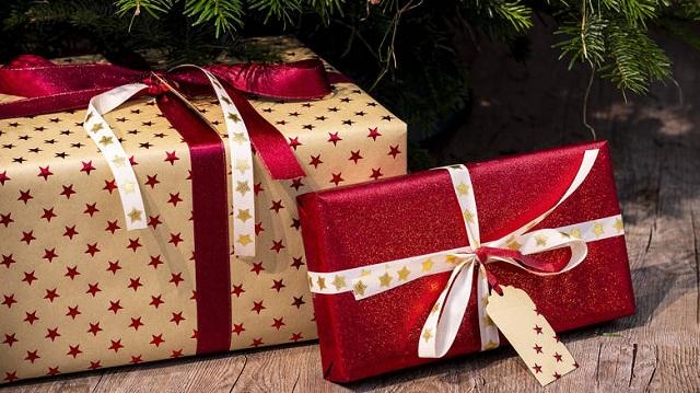 Δεν του άρεσαν τα χριστουγεννιάτικα δώρα και πήρε τηλέφωνο την... Αστυνομία