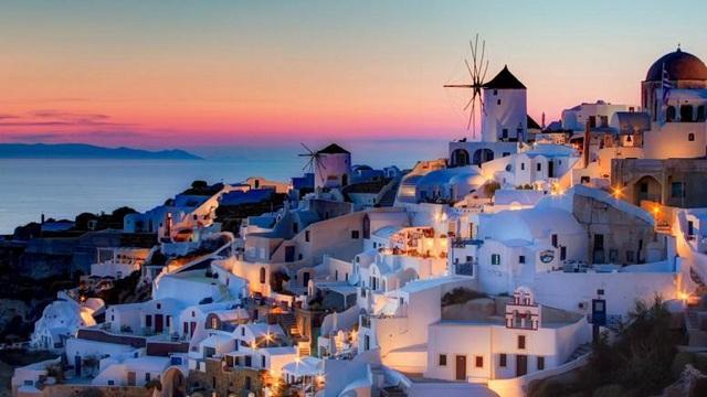 DW: Ο τουρισμός βγάζει την ελληνική οικονομία από την κρίση