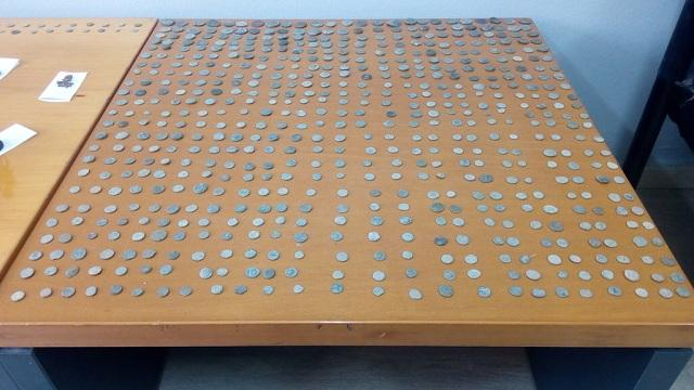 Πλήθος αρχαίων νομισμάτων και αντικειμένων κατείχε 55χρονος στη Λάρισα