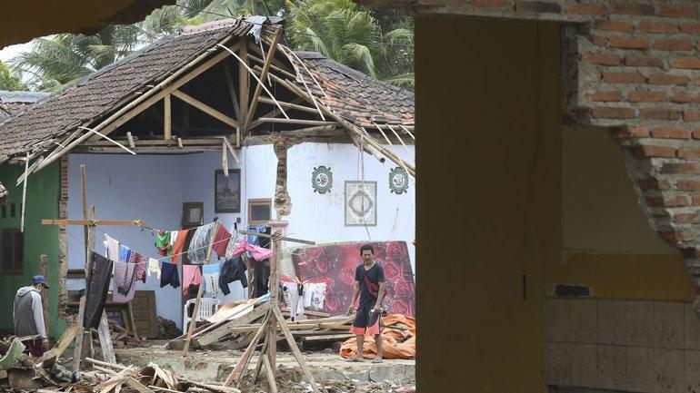 Ινδονησία: Στους 426 νεκρούς ο επίσημος απολογισμός από το τσουνάμι