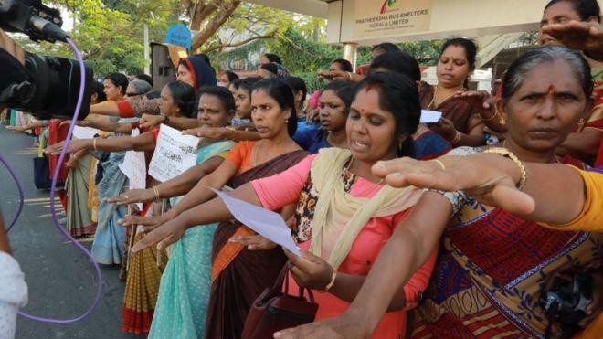 Ανθρώπινη αλυσίδα στην Ινδία: Γυναίκες ζητούν να σεβαστούν τα δικαιώματά τους