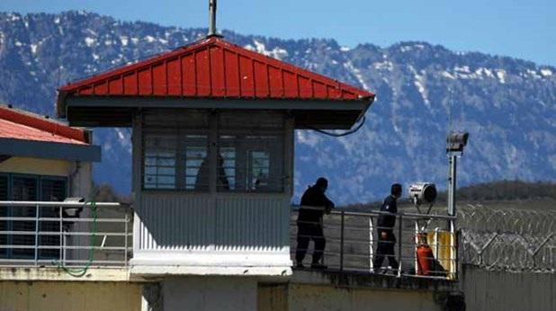 Eπιχείρησε να περάσει κινητά στις φυλακές Τρικάλων